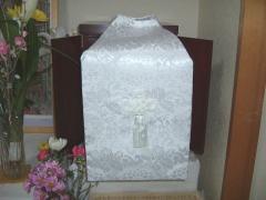 仏壇の前のお遺骨